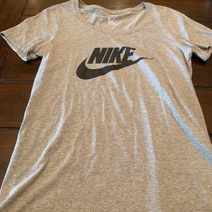 Brand new nike t-shirt size small